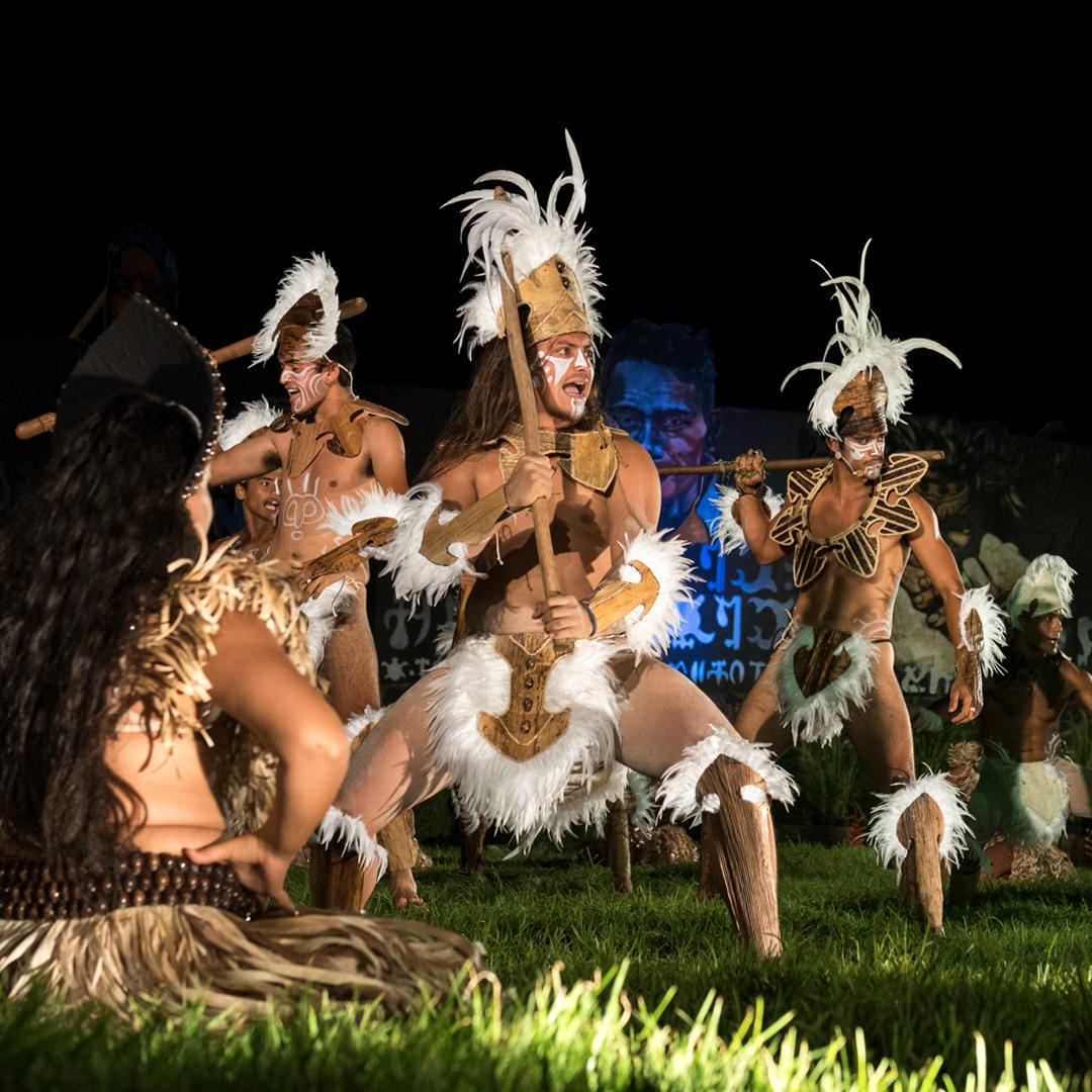 grupo de hombres realizando baile tradicional rapa nui