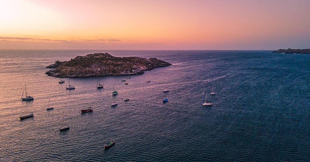vista panorámica del atardecer en el mar de pichidangui