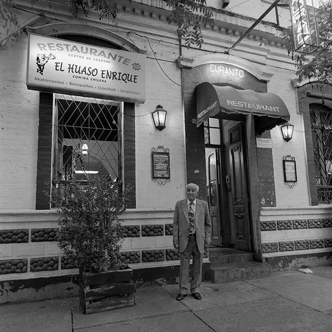 fotografía en blanco y negro del restaurant el huaso enrique