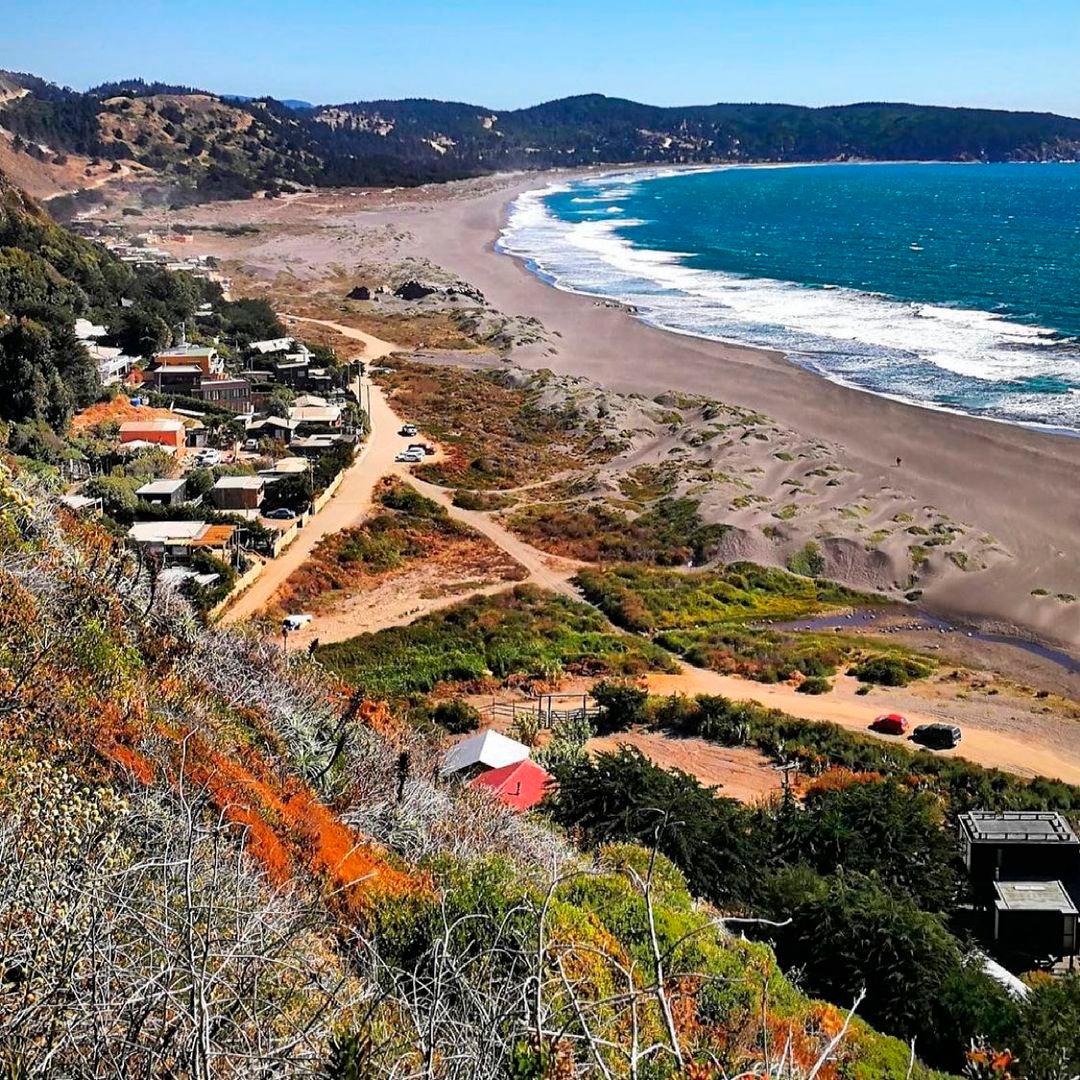 fotografía de playa de Puertecillo junto a casas