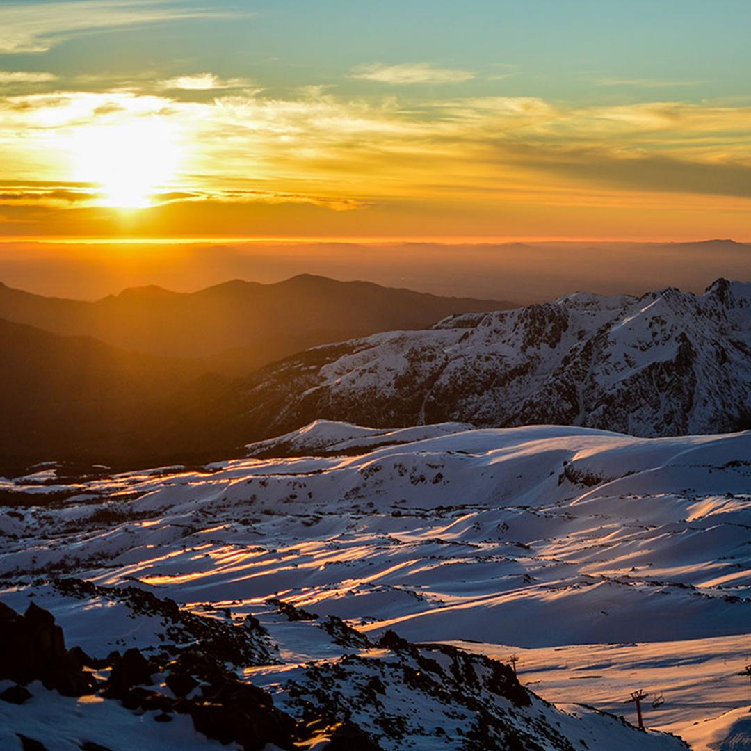 fotografía de atardecer en valle las trancas nevado